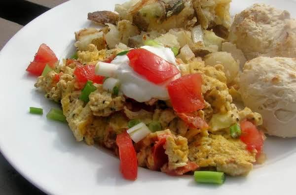 Scrambled Eggs And Tomatoes (strapatsatha)