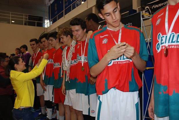 El cd baloncesto sevilla se proclama campe n de andaluc a for Moises malaga