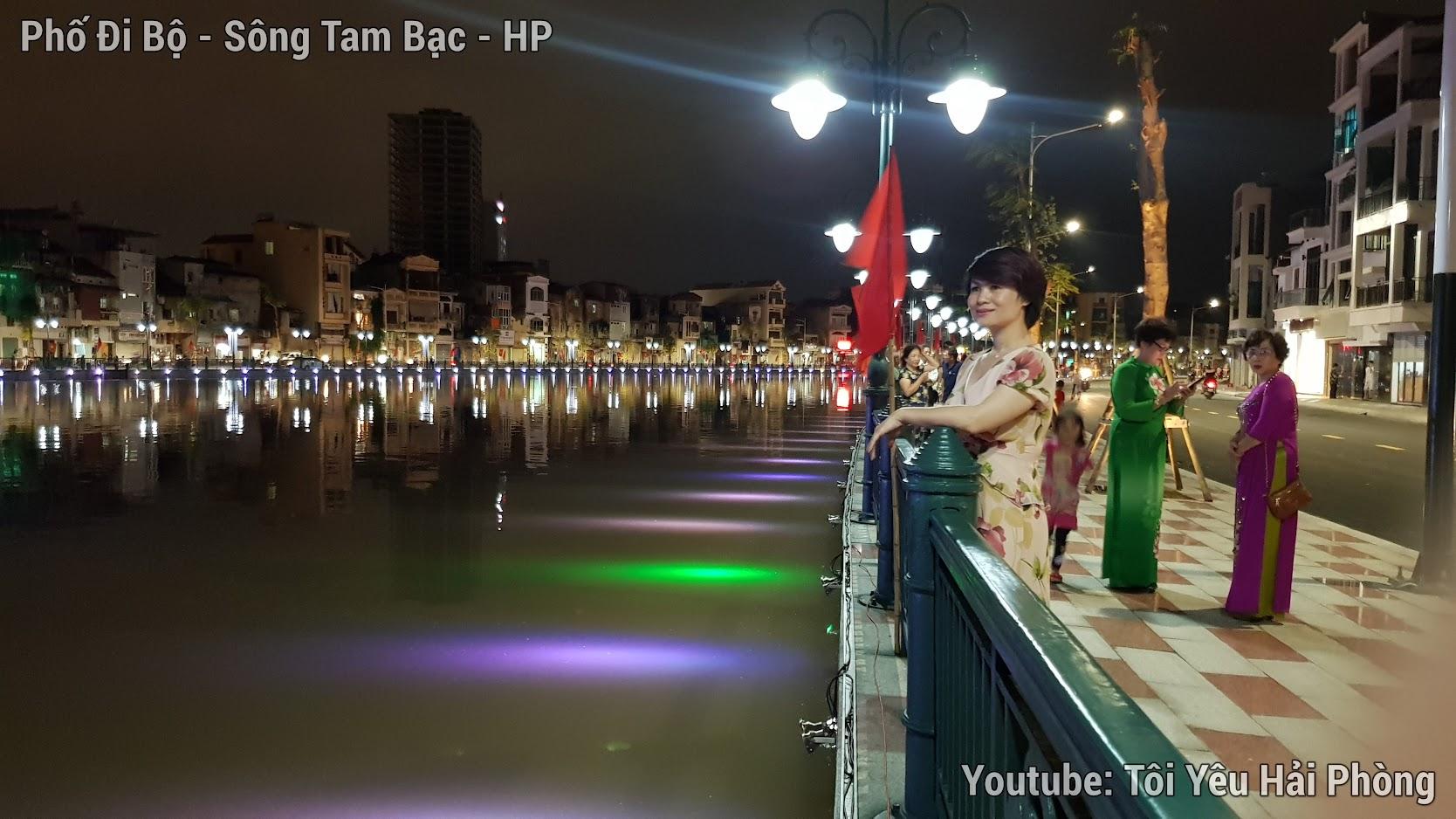 Buổi tối ở Phố Đi Bộ bên sông Tam Bạc ở Hải Phòng 3
