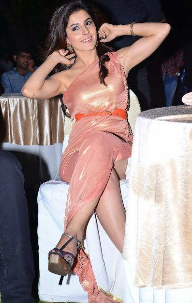 Isha Talwar armpits, Isha Talwar feet