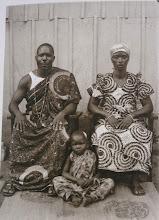 Photo: Une famille par Daniel Attouma Amichia, pionnier de la photo au Ghana et en RCI