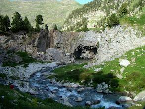 Photo: El agua se filtra por la cueva.