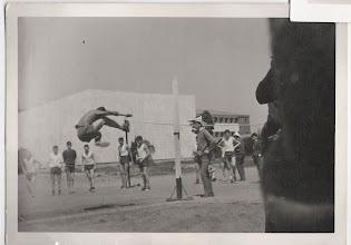 Photo: Olimpiadas, Salto de Altura. El saltador es Martín Fdez. Alonso (el mayor de su curso).