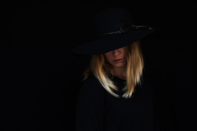 La donna in nero di BASTET-Clara