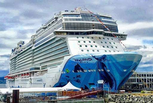 bliss.jpg - Norwegian Bliss docked in Victoria, BC, for the first time!