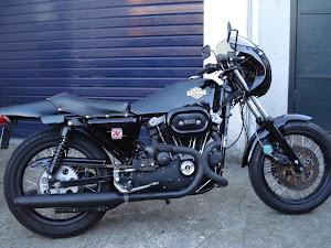 harley-davidson-sportster-xlcr-restaure-par-machines-et-moteurs-specialiste-des-motos-anglaises-classic