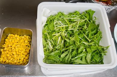 コーン、水菜