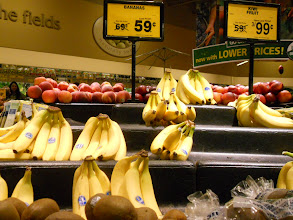 Photo: A pretty good deal on both bananas and kiwi fruit. Think we will try kiwi in a smoothie next time.