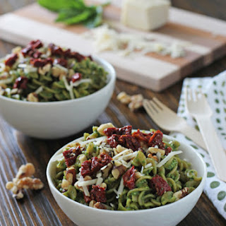 Spinach Pesto Pasta with Sun-Dried Tomatoes and Walnuts