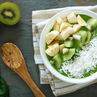 Banana-Kiwi Green Smoothie Bowl.
