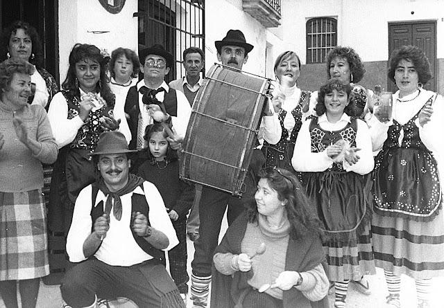 """El Grupo Folklórico """"El Galayo"""" saca la Tambora por primera vez, el 25 de diciembre de 1987."""