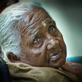 A Touching Face by Izhar  Hj.Ishak - People Portraits of Women ( face, people )