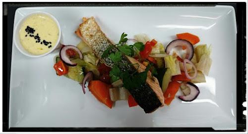 Dos de saumon écossais et ses petits légumes, beurre monté et curry