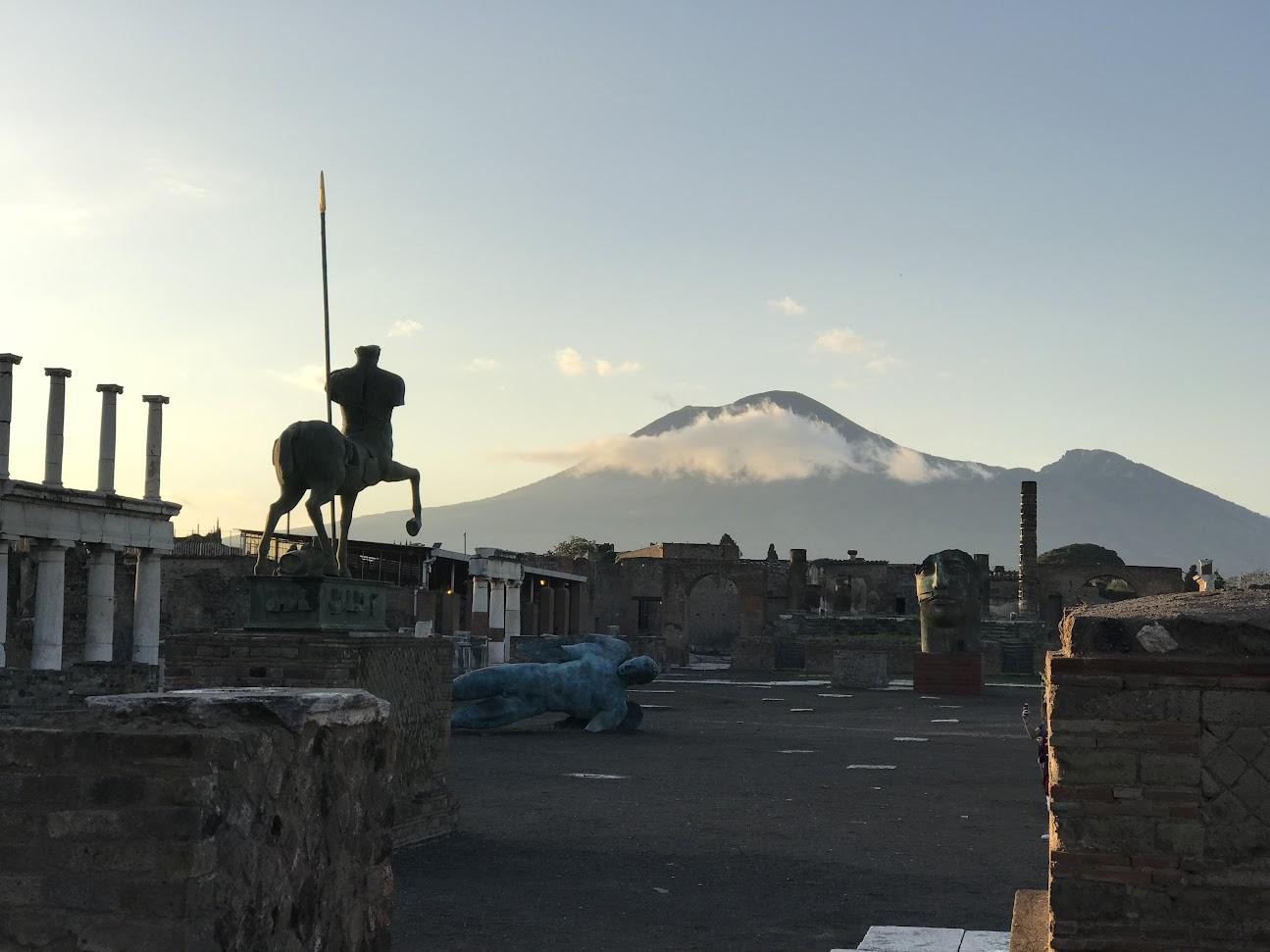 Le forum de Pompéi au coucher du soleil