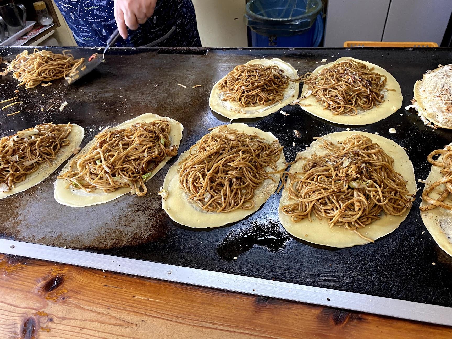三津浜焼き麺にソース