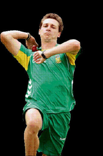 South Africa's Dale Steyn bowling during training ahead of the test against Australia at the Wanderers in Johannesburg. PICTURE: SYDNEY SESHIBEDI 25/02/2009