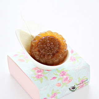 Date Lotus Jelly Mooncakes.