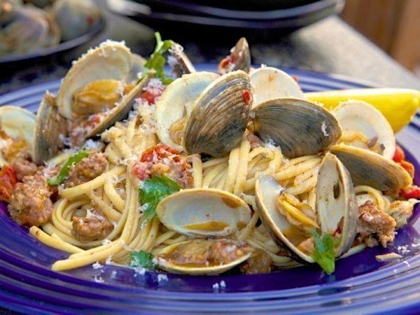 Pasta, Clams, White Wine And Spicy Italian Sauce Recipe