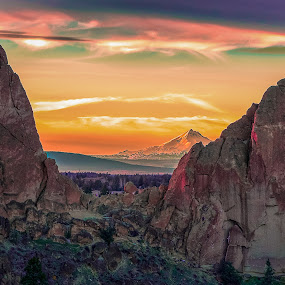 Sunset at Smith Rock by Earl Heister - Landscapes Sunsets & Sunrises ( mountains, cliffs, sunset, volacno, volcano sunset,  )