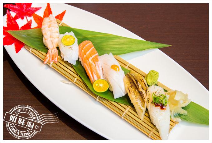 碳鰭日式家庭料理招牌綜合握壽司