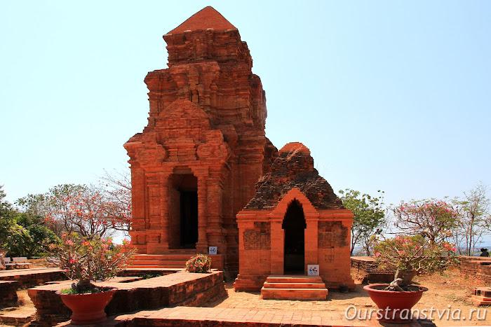 Чамские башни в Фантьете, Вьетнам