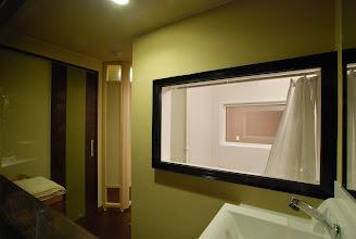 Photo: 脱衣所 内風呂には窓が付いてます。 更衣室 室内浴室内带有窗户 dressing room  with window inside
