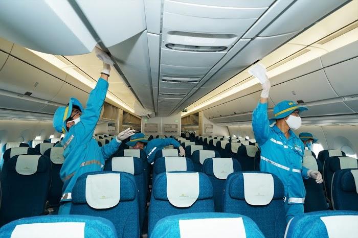 Hàng không Viet Airlines khử trùng máy bay