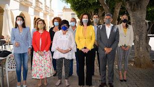 La presidenta de Enfermería, María del Mar García, acompañada por autoridades.