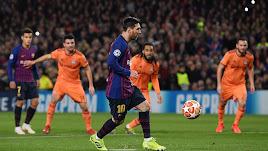 Leo Messi lanzando el penalti que dio origen al 1-0.