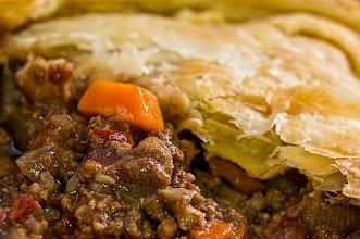 Zdjęcie: Ciasto francuskie z mięsem (fot. stevepb - pixabay)