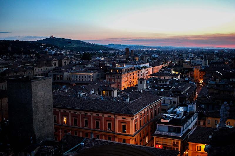 Nel centro di Bologna non si perde neanche un bambino... di ytse_jam