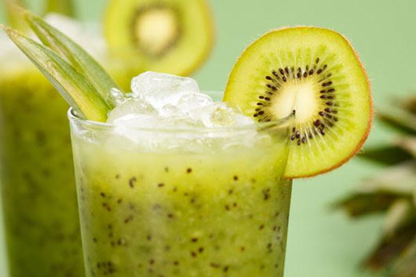 Suco de kiwi Abacaxi e Gengibre