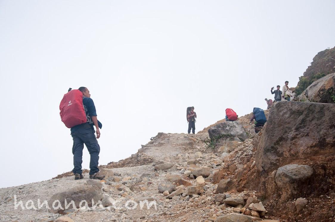 Naik dan terus naik. Gunung Papandayan. Kali Mati Papandayan.