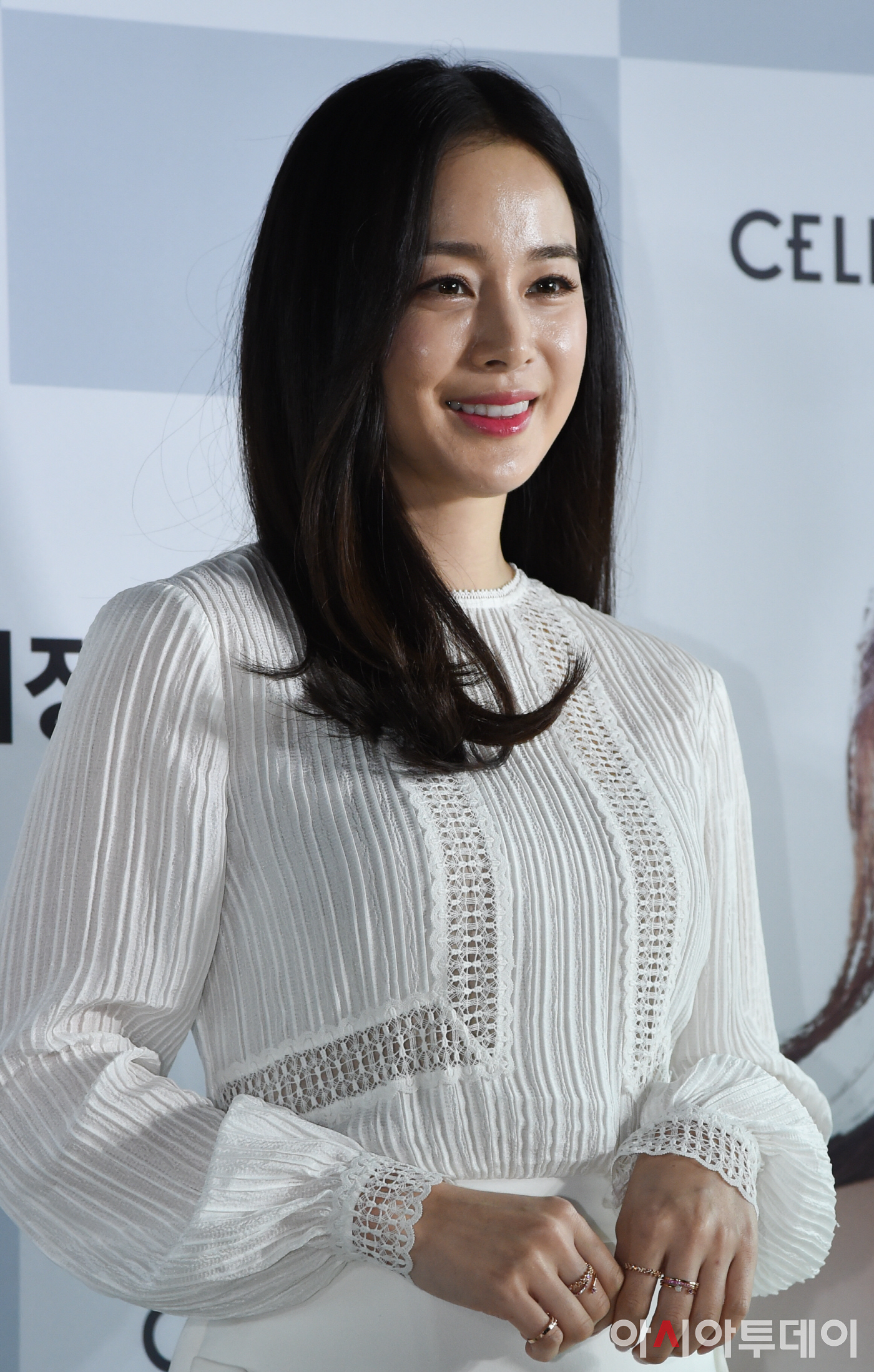 Actress Kim Tae Hees First Appearance Since Rain Scandal