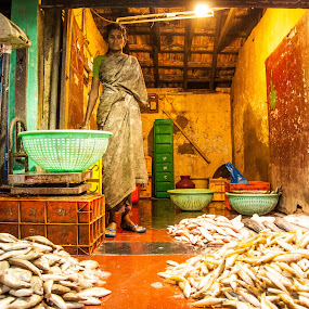 Fish Market by Eb Jai - People Street & Candids