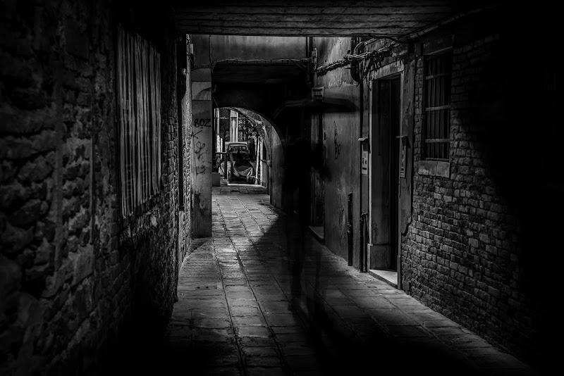 """Fantasma del """"sotoportego""""   - Venezia - di aliscaforotto"""