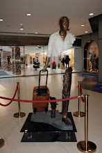 Photo: Cool sculpture in a Paris mall