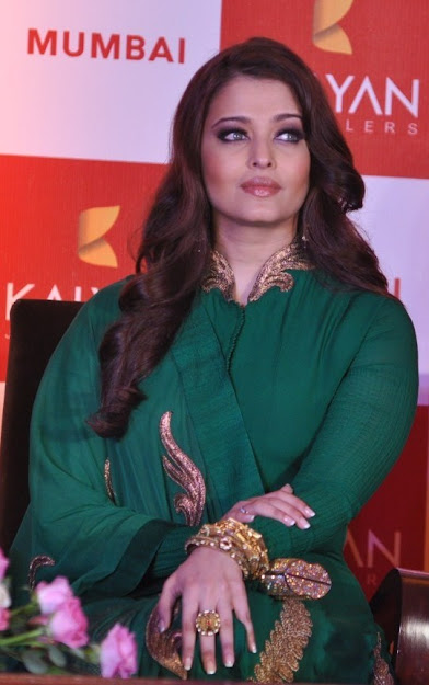 Aishwarya Rai lipstick, Aishwarya Rai face close up