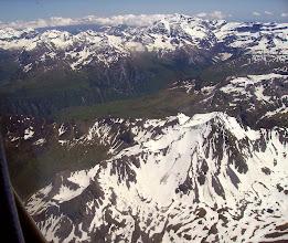 Photo: Hautes Pyrénées: Crêtes du Soum de Male 2797m à droite devant. Vallée du gave de Gavarnie au centre et crêtes de Gavarnie à gauche sur l'horizon