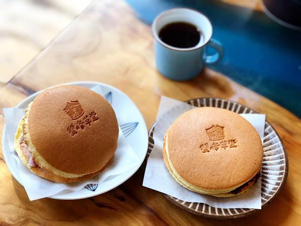 📍雙峰草堂 ———————#米粒食苗栗—————— . 看了李李仁的旅遊實境節目後來朝聖~ 🤓🤓🤓 - 🔸草莓芋頭銅鑼燒💲60 餅皮很香,配上綿密的芋頭餡。微酸的草莓🍓可以綜合掉芋頭的甜