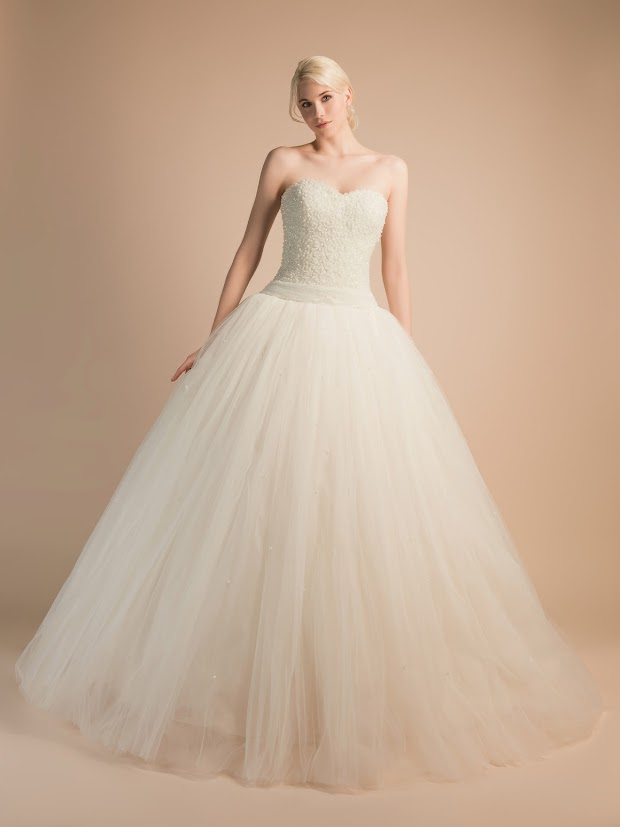 Robe de mariée Amour, robe de mariée avec bustier tout en perles de cristal blanc