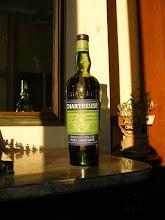 Photo: Une bouteille de Verte des années 1960 avec le degré d'alcool en surimpression rouge. Jeu d'ombres et de silhouettes sur la photo. (merci à PFG)