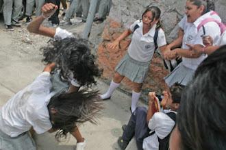Photo: Acapulco, Gro. 04/ Junio/ 2008Dos alumnas de la federal 12 Caritino Maldonado se agarraron a golpes al termino de sus clasesFoto: Pedro Pardo