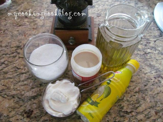 Дип (разядка) от цедено кисело мляко, печен чесън и сусамов тахан