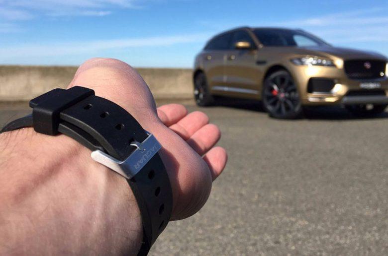 Jaguar-F-Pace-2016-locking-wristband-11-780x516.jpg