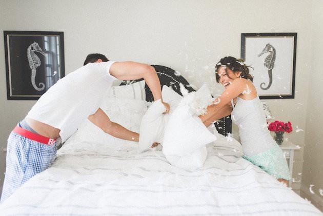 20-Non-Cheesy-Poses-for-Your-Engagement-Shoot-Bridal-Musings-Wedding-Blog-13