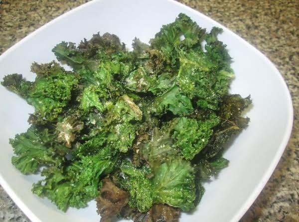 Garlicky Kale Crisps
