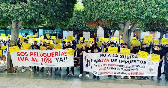 """""""SOS Peluquerías"""": un día de negro y sin tijeras para pedir la bajada del IVA"""