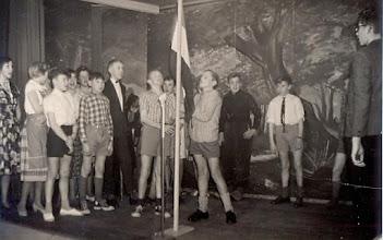 Photo: Vlag wordt gehezen Vooraan linksGerrie Bruining, Evert Mennega, Lute Enting