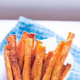 Gluten-Free Baked Sweet Potato Fries {Spicy!}.